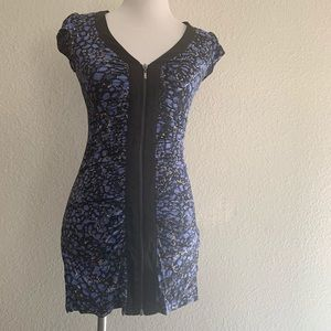 Bebe blue print zip up dress size Small